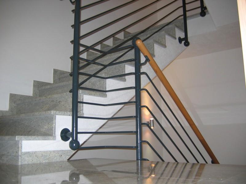 treppengel nder aus stahl edelstahl und holz kunstschmiede und metallbau dollinger. Black Bedroom Furniture Sets. Home Design Ideas